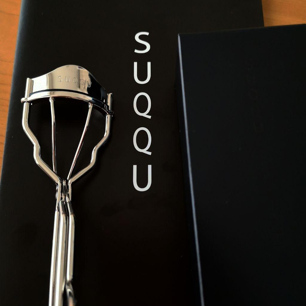人気沸騰のSUQQUのビューラーを調査。アイラッシュカーラーで自然なカールまつげに♡