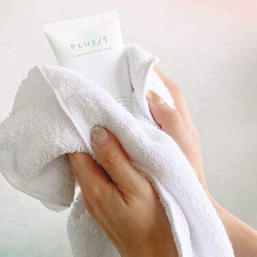 💧潤いの秘訣💧 ご使用いただいている 皆さんはご存じかとは思いますが。 プルエストマンナンジェリーハイドロウォッシュは 「潤い」というものにとことん拘ってる洗顔料です✨  その潤いの秘訣というのが泡立たないジェルに秘められてるんです😲 美容成分をたっぷり含んだジェルを肌にのせることで、無駄に必要な水分を取らず汚れだけを浮かしてくれます。 なのでお風呂上りも化粧水をした後ぐらいな潤いをキープしてくれます💧  ぜひ、その肌を実感してみてください✨✨