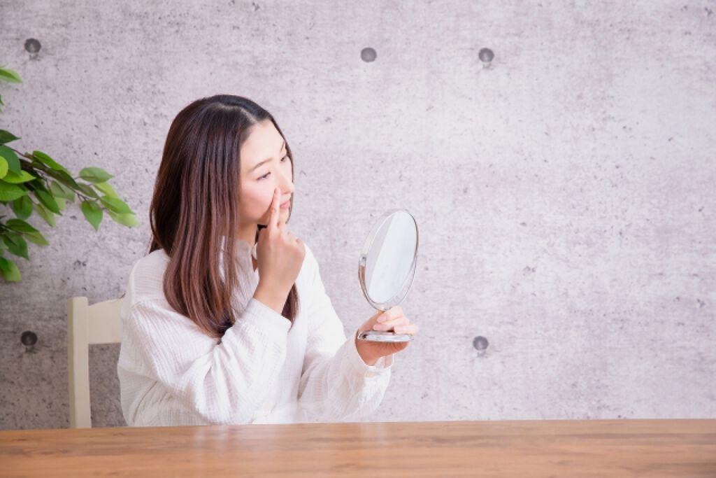 鼻の角栓、無理やり押し出してない?正しいケア方法と押し出した後の対処法を紹介!のサムネイル