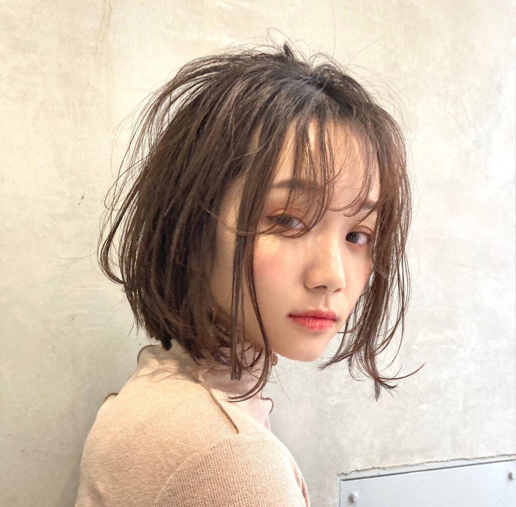 静電気で髪がひどいことに…静電気が起こる原因や髪をぺったんこにさせない10つの対処法のサムネイル