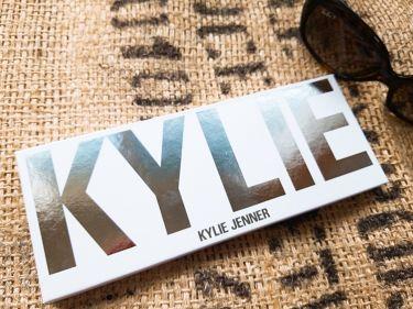 KYLIE JENNER  PRESSED POWDER PALETTE/Kylie Cosmetics/パウダーアイシャドウを使ったクチコミ(1枚目)