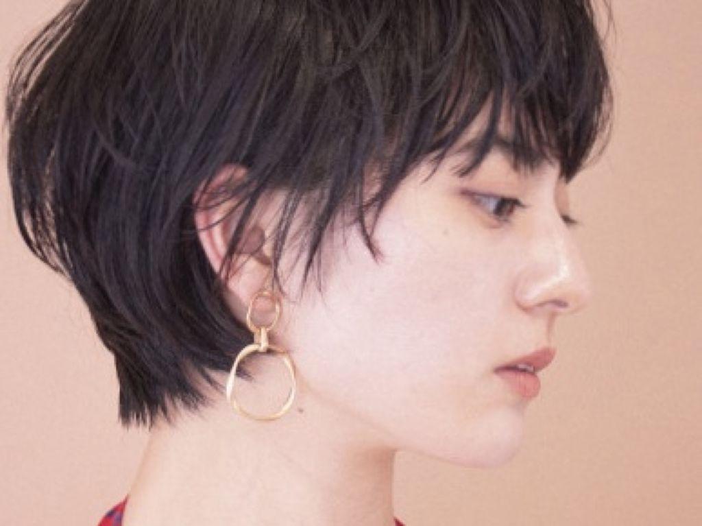 """アイドル級にかわいいあの子。毎晩1分でつくる""""くるりんまつ毛""""の方法って[PR]のサムネイル"""