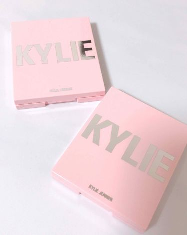 Kylighter / PRESSED ILLUMINATING POWDER/Kylie Cosmetics/パウダーチークを使ったクチコミ(2枚目)