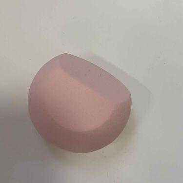 【画像付きクチコミ】こんにちは✨今日はROSYROSAの新作パフを紹介します!初めて見るフォルムに惹かれて購入しました!斜めカットの面と半円になっている面があるのが特徴的で、めちゃ持ちやすいです斜めカットの部分の肌触り?が良くて、リキッドファンデを塗るの...