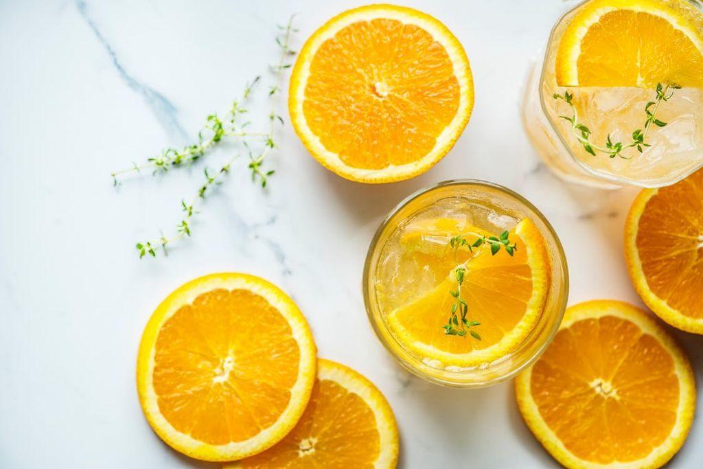 透明感と血色感、どっちかなんて選べない!欲張りなあなたに試してほしいオレンジコスメのサムネイル