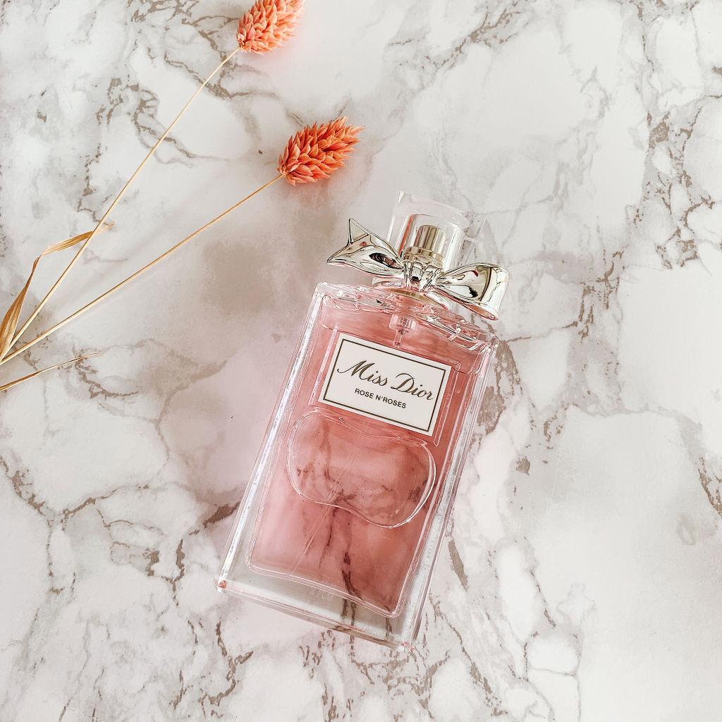 正しい香水の付け方とは?ベストなタイミングや付けすぎたときの対処法も解説のサムネイル
