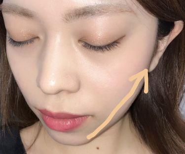 矢印のラインにシェーディングをするだけでだいぶ印象が変わると思います。 ベルベットチークカラーのシェードブラウンは濃すぎない発色なので簡単に自然なかげをつけることができます。 初心者さんや白肌さんにも使いやすいシェーディングカラーです。