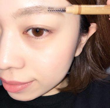 眉毛をきれいに書くコツ! 「最初に毛流れを整えること!!」 3in1アイブロウはペンシル、パウダー、ブラシがついているのでこれ一本だけできれいに眉毛がかけちゃいます♡ 初心者さんにも試しやすくなっているのでおすすめです!