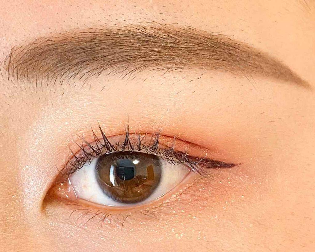 細緻銳利的黑色眼線