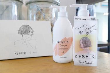 【KESHIKI(ケシキ)掲載情報】 KESHIKIが美容師さん向けメディアに、〝美容師の手荒れも考えた優しい洗浄成分〟というコメントをいただいた記事が掲載されました。 ぜひ、ご覧ください。  *原宿・表参道で人気のヘアサロン「SYAN(シアン)」ディレクターの米澤香央里さんにお話をお聞きしました。 https://www.gamo.co.jp/gamo-news/4039/