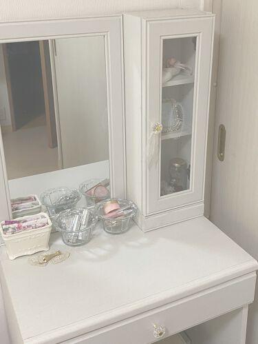 【画像付きクチコミ】ニトリドレッサー(フェリベーネFEL1360WH)¥20.268円とにかく可愛い!一目惚れして即買いしちゃいましたwwガラス扉と取っ手の装飾デザインが可愛すぎるドレッサーです!ガラス扉のキャビネットにはおしゃれな小物を入れてます。説明...