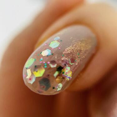【画像付きクチコミ】ニュアンスネイルメモ🐱コゼットジョリこぶしきよらか1度塗りムラになった部分にちふれ102を薄く塗って隠す。根元より先端多めに!人差し指の先端にアナスイトッパー503コゼットジョリのこぶしきよらかはイエベ(色黒)でも指が綺麗に見えるグレ...
