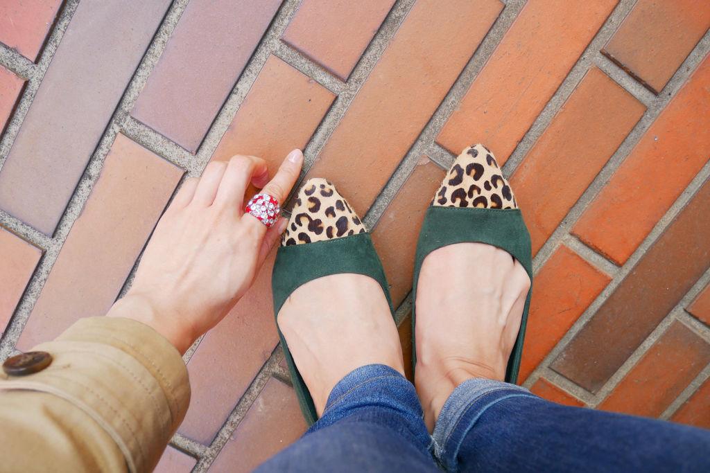 見られていないからって油断は禁物。かかともケアして綺麗な足にのサムネイル