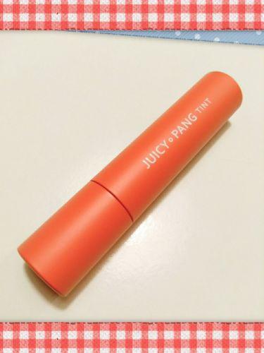 【画像付きクチコミ】A'PIEUジューシーパンティントBE01です。ピンクベージュっぽい色を想像していたら、かなりオレンジよりのコーラルピンクでした。若干蛍光よりに転んでしまう。。。3枚目はふき取った後、ティントらしくしっかり色が残ります。使用感がエチュ...