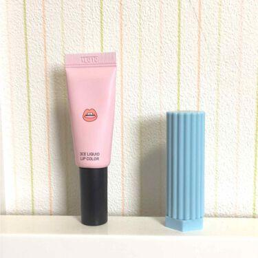 【画像付きクチコミ】ピンク色の唇の書いてあるパッケージのリップは、リキッドリップカラーです。赤ではなくオレンジよりの色になっています。これは、リキッドで単品で塗るとパサパサしてしまうので、先にワセリンや保湿成分の強めのリップを塗り上からこれを重ねるのがい...