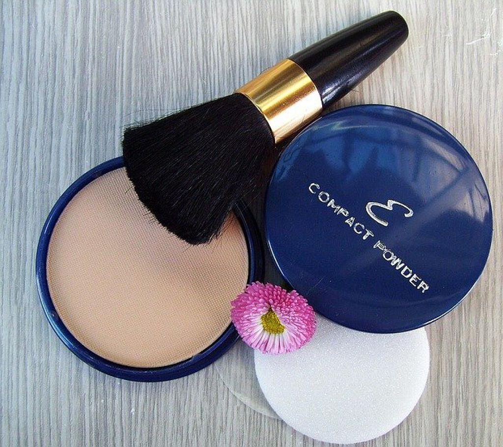 プレストパウダーはブラシ塗りで♡ふんわり美肌を作るコツを一挙ご紹介のサムネイル
