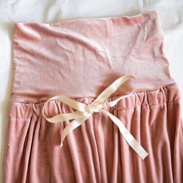 【画像付きクチコミ】今回はクリスマスパジャマを細部までご紹介します♪全2サイズ/5,400円(税別)①ハイウエスト腹巻き効果でお腹も暖かく!(画像3枚目)②ワイドパンツで靴下の着脱が簡単!下部は白いレースで可愛く♡③上質なベロア素材を使用。暖かく、思わず...