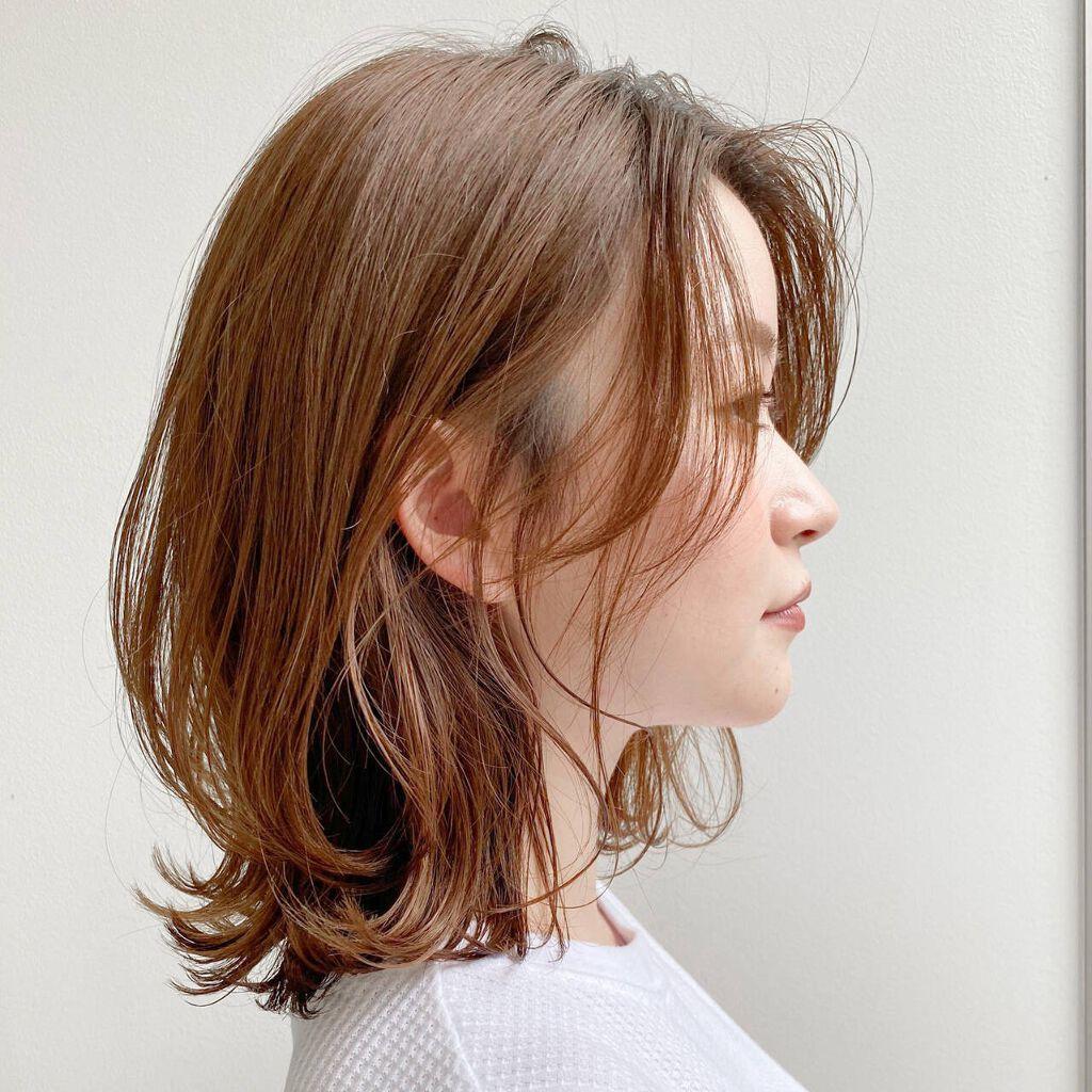 湿気で髪の毛がボサボサに!広がりやすい髪の整え方からスタイリング剤まで【徹底解説】のサムネイル