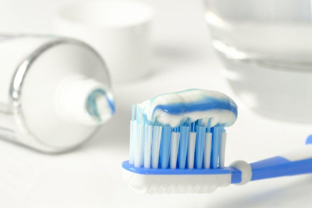 市販のホワイトニング歯磨き粉でも白い歯になれる!【選び方&おすすめ10アイテム】のサムネイル