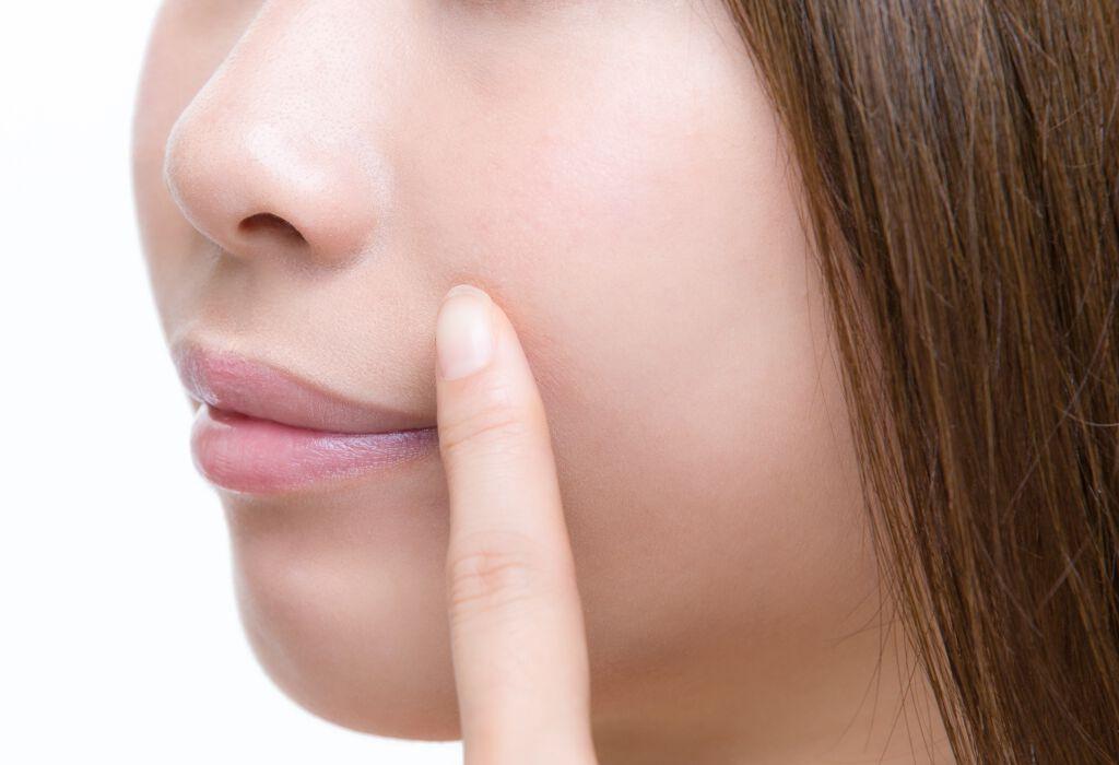 顔のテカリがヒドい!5つの原因とスキンケア・メイクでの対策を解説のサムネイル