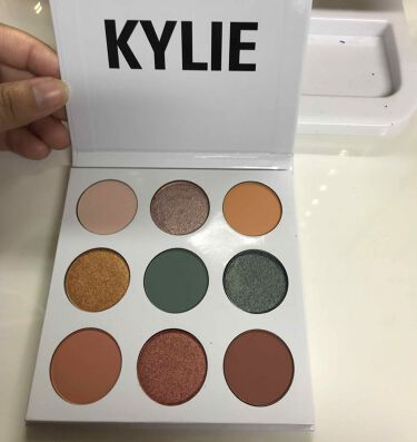 kylie cosmetics ブルー ハニー アイシャドウパレット/Kylie Cosmetics/パウダーアイシャドウを使ったクチコミ(2枚目)