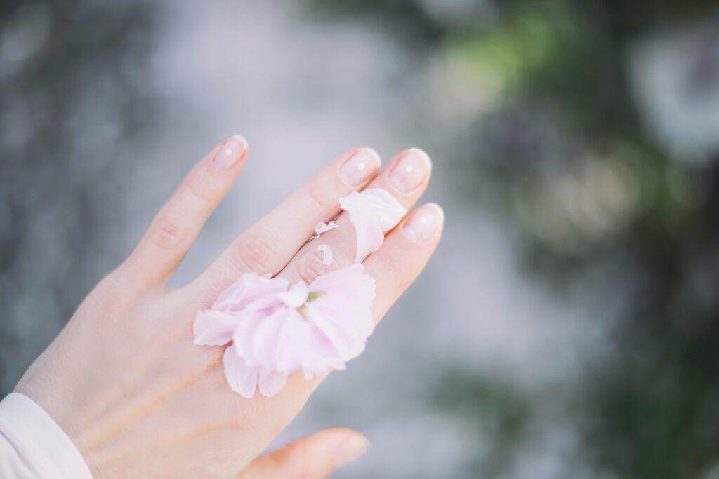 美白ハンドクリーム口コミ人気のおすすめ15選【プチプラ・デパコス】効果的な塗り方や+αのケア法も紹介のサムネイル