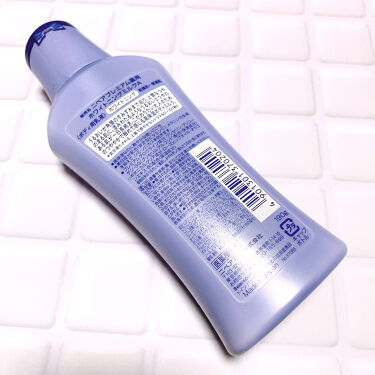 【画像付きクチコミ】紫外線が気になる季節、美白化粧水でお肌のケアをするように、日を浴びてしまった腕も何か塗りたい!と思ってボディミルクを探したら、プチプラで評判が良かったので購入✨ニベアの香りがあまり好きではないのですが、こちらの香りはシトラスローズの香...