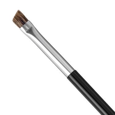 """🌸季節の変わり目、メイクツールを一新してみませんか?part1🌸  本日は""""筆の都""""広島県・熊野町で丹精込めて作られた貝印自慢の化粧筆をご紹介😄!  「cosmeup 熊野筆」は、伝統技術を生かして作られた化粧筆のシリーズ🌟 顔の各パーツにあわせて使い分けられる全8アイテムをラインナップしています。 優れた品質を表すブランドマークが付いているため、メイクツールにこだわりたい方にも納得してお使いいただけますよっ🎶  本日ご紹介するのは「アイブローブラシ」✨ コシが強いのに、 毛先は細くなっているため、細い線を描いたりぼかしたりするのに最適!  化粧ポーチやバックの中に放置しているブラシ…買い換えてみませんか~~!?  -- ❖「cosmeup 熊野筆」シリーズって? 毛質の特長にあわせて、ブラシごとに山羊毛、イタチ毛、馬毛、バジャー毛の4種類の天然毛を使用。顔のパーツにあったブラシを使うことで、きれいにメイクを仕上げることができます💕"""