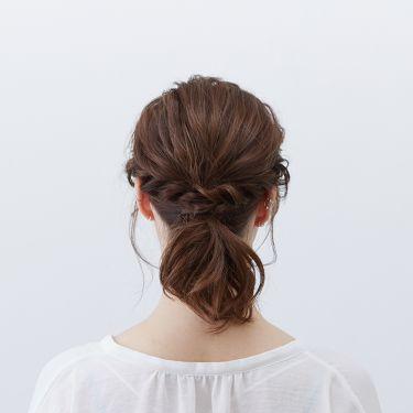 【ヘアアレンジ診断 vol.5】  〜ミディアムヘア編Ⅱ〜 頑張りすぎずにオシャレな仕上がり♡ ローポニーテールスタイル  なりたい髪型にぴったりのヘアアイロンが見つかる「ヘアアレンジ診断コンテンツ」を、公式WEB サイト及び店頭什器にて公開中♪ http://bit.ly/2Vkn8ih?openExternalBrowser=1  その中から今回は、ミディアムヘアでできるヘアアレンジを一部ご紹介します✨  ◆使用アイテム 2WAYストレート&カールヘアアイロン  ◆ヘアアレンジ STEP1:カールアイロンで全体を巻く STEP2:ストレートアイロンで表面の髪をウェーブ巻きにする STEP3:STEP2でウェーブ巻きをした部分を後ろで1つに結び、引き出す STEP4:サイドを残し、後ろで1つに結ぶ STEP5:右サイドを、下の髪をすくいながらロープ編みにする STEP6:ロープ編みを引き出し、後ろでピンで留める。(左サイドも同様に行う)  ヘアアレンジを動画でチェック✨ http://bit.ly/2HT2ahN?openExternalBrowser=1  #SALONIA #サロニア #ストレート&カールヘアアイロン #ストレートヘアアイロン #カールヘアアイロン #ミディアムヘア #簡単ヘアアレンジ #診断 #ヘアアイロン #ヘアアレンジ #HOWTO  #サラサラ #モテ髪 #プチプラ #ストレート #ナチュラル #ツヤツヤ #時短