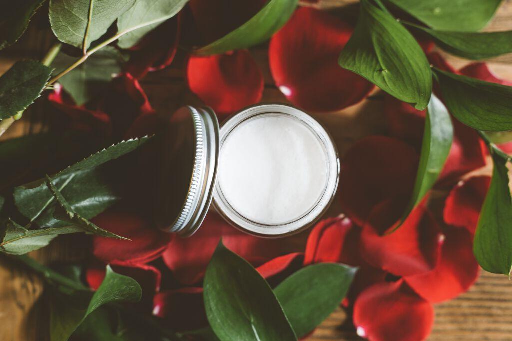 ナイトクリームを口コミから厳選!【年代別】プチプラ・デパコス・エイジングおすすめ夜用クリームのサムネイル
