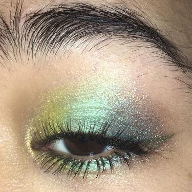 【画像付きクチコミ】前にやったメイクのやり直しやっぱり最近緑が好きなんだなと思いますちなみに前と変えたのは目頭にKaleidosのProphecyハイライトを入れて、目尻(と見えてない程度に目頭側に)ラブライナーのオリーブカーキを引いただけです#メイク写...