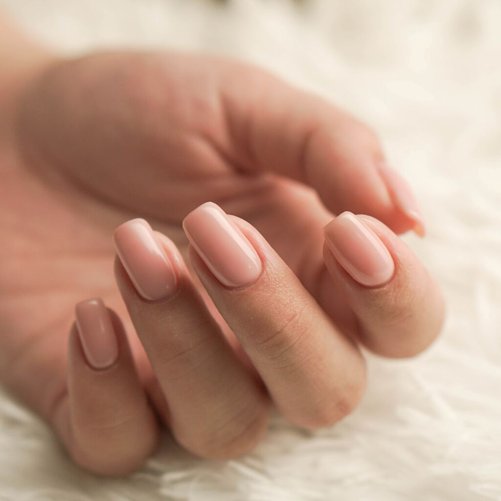 ネイルオイルで自爪美人に♡使い方からおすすめの塗るタイミングまでご紹介のサムネイル