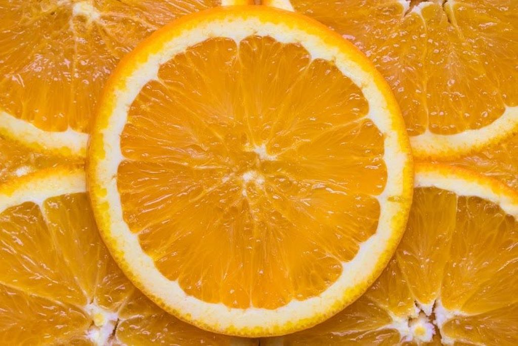 オレンジチークでヘルシーアピール!夏におすすめのオレンジチークを解説♡