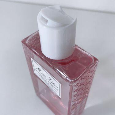 【画像付きクチコミ】人気フレグランス「ミスディオール」から、外出先でも手肌をリフレッシュできるハンドジェルが数量限定で登場。さらりとしたジェル状のローションがすっと手肌になじみ、リフレッシュ。手を清潔にするという日常のひと時をミスディオールの優しいローズ...