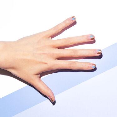 <セミマット・ゴールドをポイントに>  肌になじむアクセサリーのようなゴールドネイル。 お気に入りのカラーと組み合わせて、ワンランク上の指先へ。  2枚目と3枚目でセルフネイルをご紹介。 組み合わせによって変化するセルフネイルのデザインをお楽しみください。  ・使用色 THREE ネイルポリッシュ X34, X35