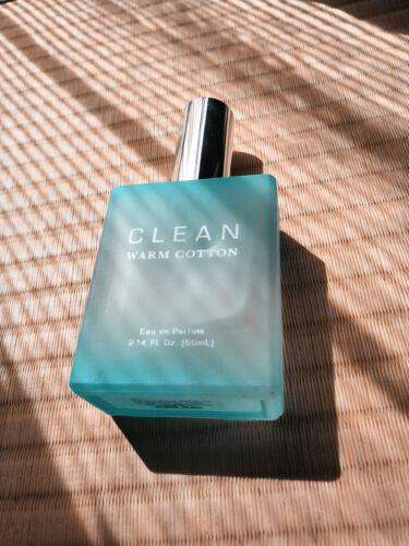 【画像付きクチコミ】この香水は結構強く香るので、私の場合は、うなじや腕に付けると酔ってしまいます😅なので膝あたりに付けるとふんわり洗濯したてのような香りがしてステキです😊甘爽やかな石鹸って感じですね~!カジュアルや、オフィスでも使えそうですね。カーテンに...