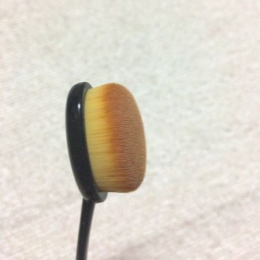 春姫ファデーションブラシ(オーバル型)/DAISO/メイクブラシを使ったクチコミ(3枚目)