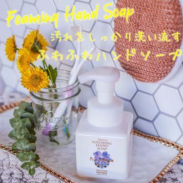 ♡ふわふわな泡で洗い上げる♡  密度の高いふわふわな泡がしっかりと汚れに吸着し、しっかり洗い流してくれるフォーミングハンドソープ☺  10種の香りから選べるので、気分などでお使い分けて頂くのもお勧めです👩⭐洗い上がりも乾燥しません♪ 更に、同じ香りのハンドクリームを使用すれば香りが濃厚に続き、しっかり指先まで乾燥から守ります💞