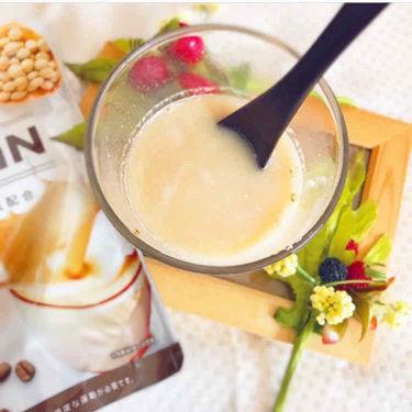 【画像付きクチコミ】初挑戦!!ボディメイクプロテイン カフェラテ//大豆由来のたんぱく質にコラーゲンや乳酸菌、食物繊維、ビタミン&ミネラルを配合し、女性らしい体づくりをサポートしてくれるそう♡私のオススメな飲み方は!!牛乳で割る♪♪そしたら、よ...