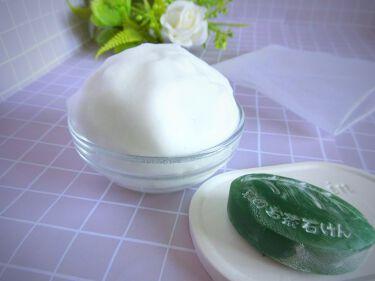 【画像付きクチコミ】宇治田原製茶場さんの京のお茶石鹸です。袋を開けた瞬間(開ける前からも)からお茶の爽やかな香りが広がります!石鹸を水に濡らし付属の泡立てネットで泡立てます。泡立ちは画像の通りとてもモコモコになります!弾力と粘りのある泡で肌を包み込むよう...