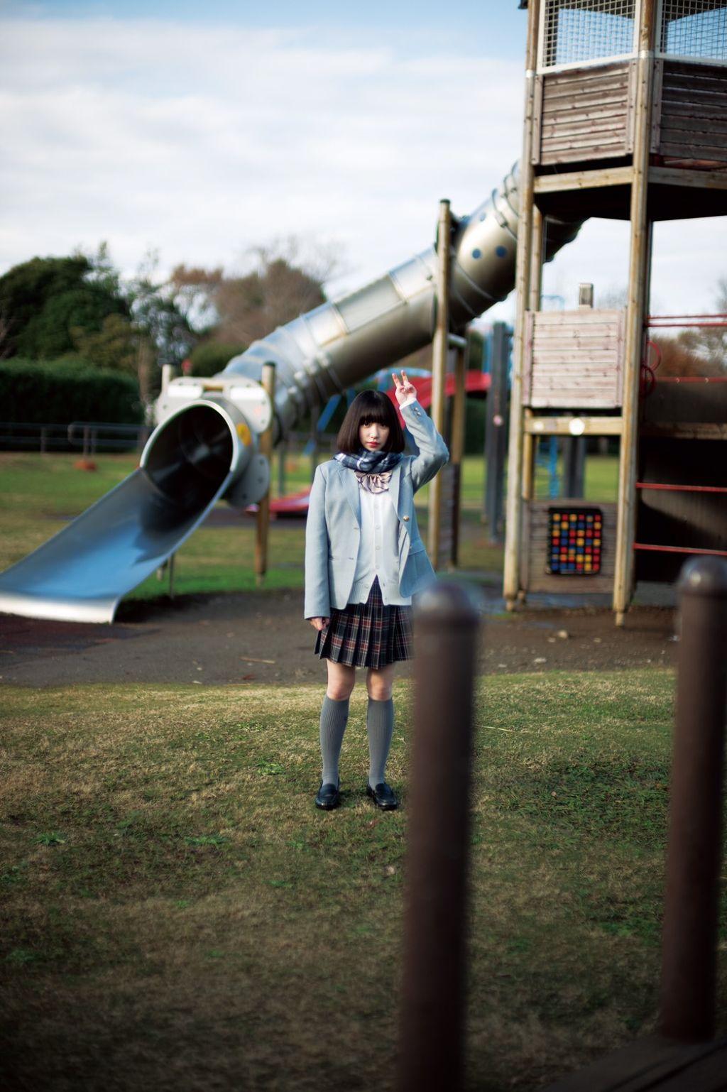 現役女子高生アーティスト・吉田凛音さんの愛用コスメが知りたい! のサムネイル
