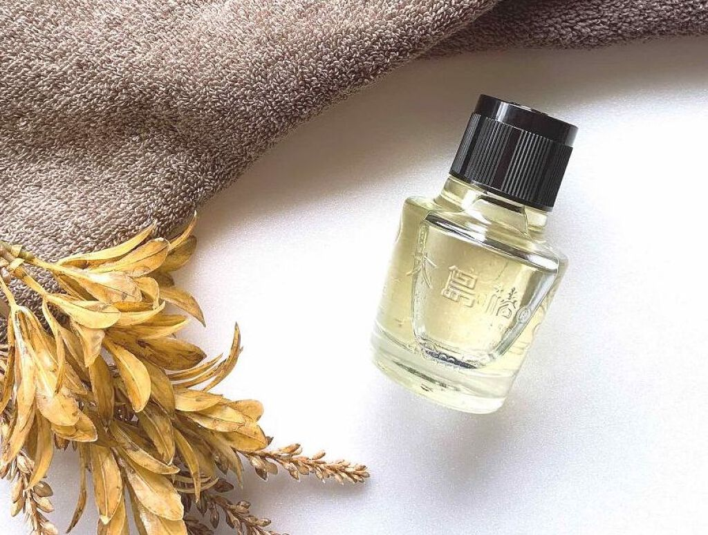 椿油の《11通りの使い方》を解説!髪、顔、全身に使えるマルチなおすすめ椿油3選のサムネイル