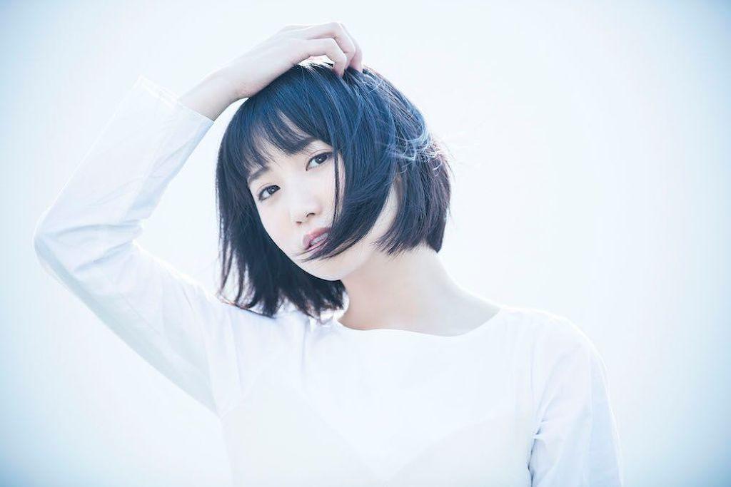 今注目の女性アーティスト・上野 優華さんの愛用コスメが知りたい!のサムネイル