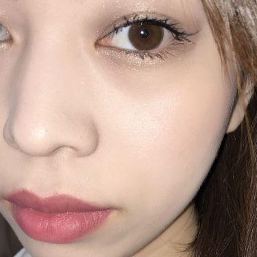 エッセンスインルージュモイストのラグジュアリーサングリアは唇にのせるととてもよくなじむ色になっています。塗ってからティッシュオフする(2枚目)と、セミマットな発色になって色持ちもさらによくなるのでおすすめですよ♡