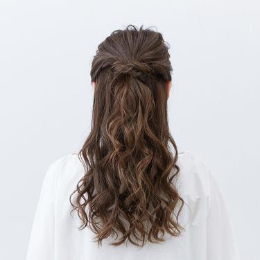 【ヘアアレンジ診断 vol.7】  〜ロングヘア編II〜  さりげなく可愛く決める💛ハーフアップスタイル  なりたい髪型にぴったりのヘアアイロンが見つかる「ヘアアレンジ診断コンテンツ」を、公式WEBサイト及び店頭什器にて公開中♪ http://bit.ly/2Vkn8ih?openExternalBrowser=1  今回は、ロングヘアのハーフアップスタイルをご紹介✨  ◆使用アイテム🍁 カールヘアアイロン 25mm  ◆ヘアアレンジ💞 Step1 全体をしかっりとまく Step2 トップを後ろで1つに結ぶ Step3 トップの髪を丁寧に引き出す Step4 右サイドの髪をねじり、ねじった毛束を大きく引き出し、後ろにピンで止める。左も同様に行う Step5 細く毛束をとり、巻き足す。毛先をまとめて巻き、まとまりを出す  ヘアアレンジを動画でチェック✨ http://bit.ly/31XG84u?openExternalBrowser=1  #SALONIA #サロニア #カールヘア #カールヘアアイロン #髪型 #ロングヘア #簡単ヘアアレンジ #診断 #ヘアアイロン #ヘアアレンジ #HOWTO  #サラサラ #モテ髪 #プチプラ #ストレート #ナチュラル #ツヤツヤ #時短