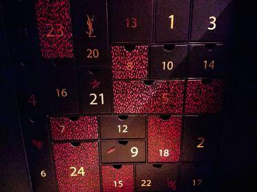 【画像付きクチコミ】こんばんは!鬼滅の刃を観に行って爆睡してしまったきんぎょです←(気がつくと煉獄さんが…(´;ω;`))そんなことはさておき、早めのクリスマスプレゼント🎁もらっちゃいましたー!きゃーきゃー!#YSLのノエルアドベントカレンダーです!!!...