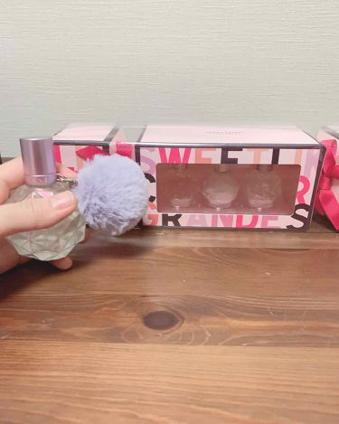 【画像付きクチコミ】アリアナの香水!!トリオセット結局買っちゃった笑前から可愛い❤️部屋に飾りたいって思ってたけどやっぱり可愛い💕ミニミニサイズだから使いやすいし、アリアナの香水は匂いが甘めだから、私的にはあんまりつけない匂いだけどこれなら使える!!紫の...