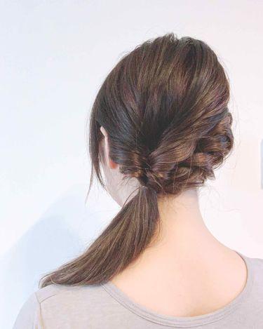【画像付きクチコミ】#ヘアアレンジ備忘録今日は帽子を被るので横結びアレンジです😊まず、髪全体にヴィラロドラのリベルワックスを馴染ませて綺麗にブラッシングしてスタート♪①適当にザックリ分けて一方を結ぶ残してる髪の方が少な目です。②結んだ方をくるりんぱくるり...