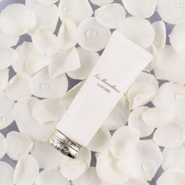 〜1本3役 話題のデイクリーム〜  朝の洗顔、化粧水の後は、このデイクリーム1本で保湿&UVカット&化粧下地まで完了。  優しいローズの香りに包まれながら、時間をかけずにスキンケア&ベースメイクを。  SPF50 / PA+++の高UVカットもうれしい、話題のスキンケア 兼 化粧下地です。 ⠀ 【ローズ エッセンス デイクリーム】 SPF50 / PA+++ 5,000円(税抜) / 容量: 50g⠀ https://www.cosme.com/products/detail.php?product_id=187810 ⠀ オンラインショップでもお求め頂けます。⠀ 詳細は公式サイトからご覧ください。⠀  ◆レ・メルヴェイユーズ ラデュレ https://www.lm-laduree.com/  #レメルヴェイユーズラデュレ #ラデュレ  #lesmerveilleusesladuree #lesmerveilleusesladurée #laduree #紫外線対策 #UVケア #スキンケア #skincare #保湿 #保湿ケア #ベースメイク #化粧下地 #時短メイク #時短 #スキンケア