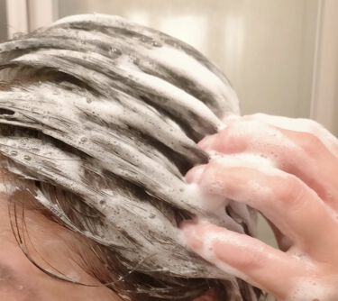 【画像付きクチコミ】パーマやカラーリング、ドライヤーの熱などで、傷んでパサついた髪を滑らかに整え、髪の内側からキューティクルを補修✨根元から毛先までハリコシを与えしっとり・まとまりのある艶髪へと導きます💖モーガンズのシリーズは、本当に香りがどれも良くてサ...